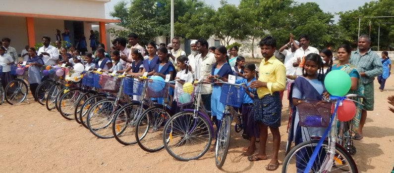 Letamendi ha colaborado con la Fundación Vicente Ferrer para facilitar el acceso a la educación a 67 chicas en la India